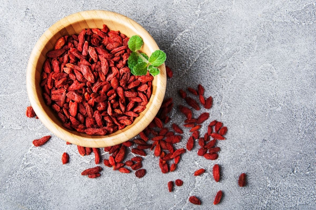 How to Eat Goji Berries (And Why You Should)