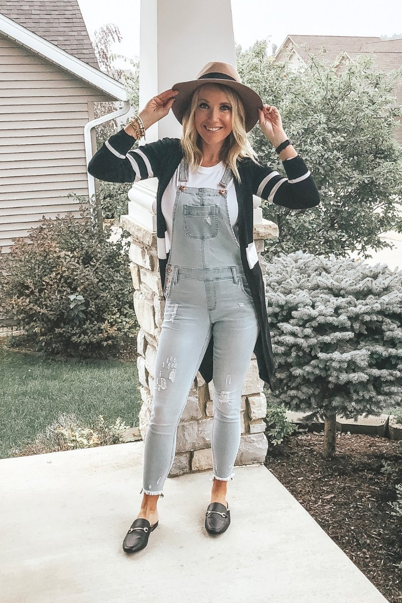 Casual sweater and overalls, hat and mules