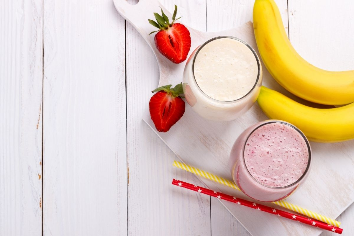 healthy and easy strawberry banana protein smoothie