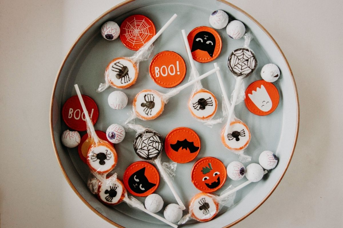 how to resist eating all the halloween candy